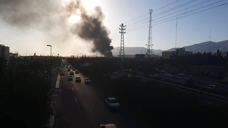"""الحريق اندلع في شركة """"بهنوش"""" للمواد الغذائية غربي العاصمة طهران"""